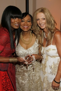 Angela Bassett, Dr Pearl Grimes and Julie Miles